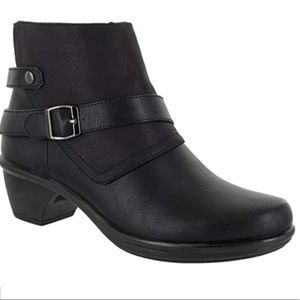 Easy Street Women's Amanda Ankle Boot, Black, 8